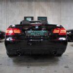 Ekstravagant BMW 335i cabriolet set bagfra