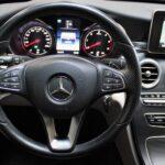 Nærbillede af rat og display i Mercedes C220