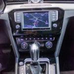 Navigationsskærm i sort VW Passat