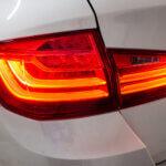 Baglygter på en hvid BMW 520d